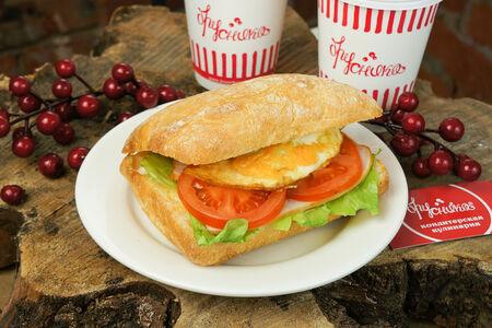 Сэндвич с индейкой и яйцом