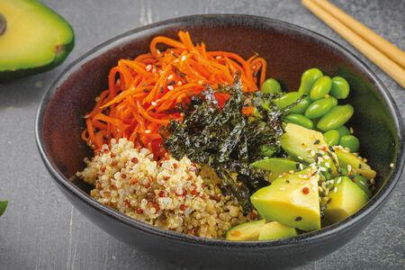 Поке с корейской морковью