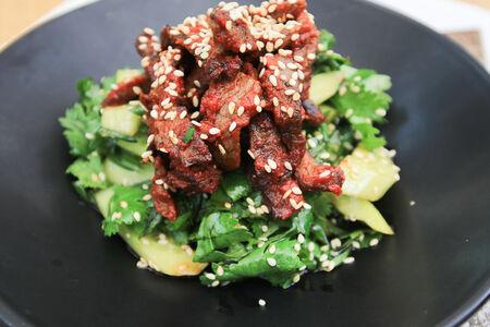Теплый салат из телячьей вырезки