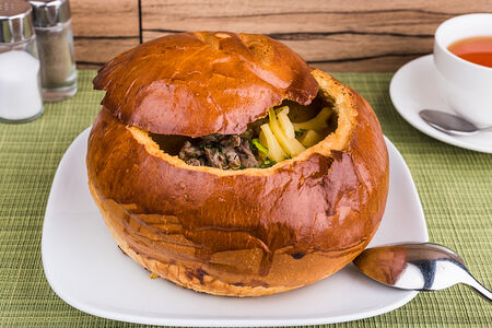 Крем-суп Говяжий в хлебном горшочке