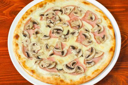 Пицца Капричезе