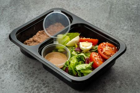 Салат с тунцом и имбирной заправкой