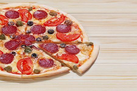Итальянская пицца Пепперони на тонком тесте