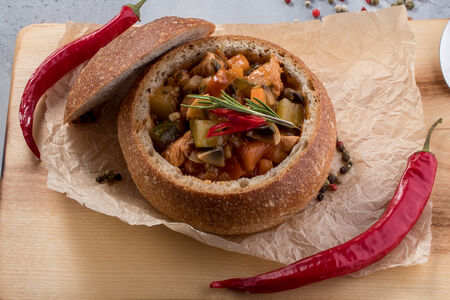 Жаркое из индейки в зерновом хлебе