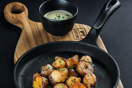 Жареный морской гребешок с грибами и сливочным соусом с эстрагоном (Япония)