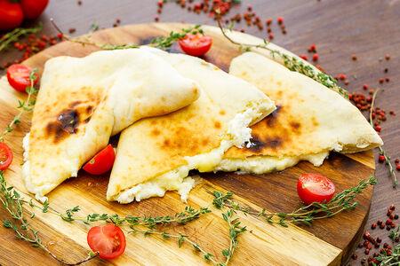 Пицца Кальцоне Куатро формаджи