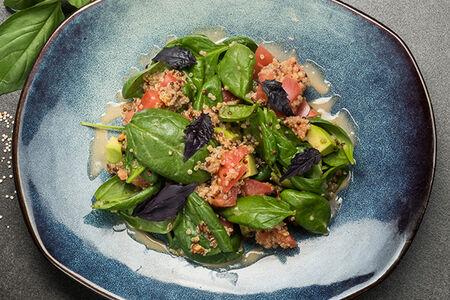 Салат с авокадо, томатами и киноа