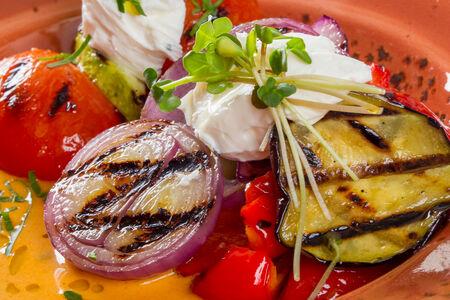 Овощи-гриль с домашним сыром