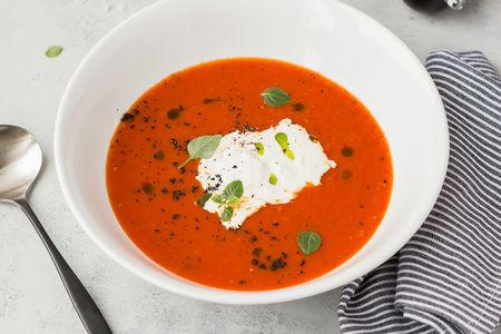 Томатный суп с сыром страчателла