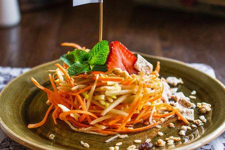 Яблочно-морковный салатик