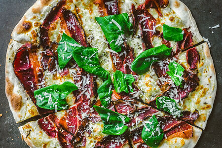 Пицца с пастрами