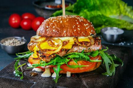 Фишбургер с лососем