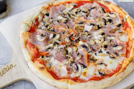Пицца Фунги и Прошутто