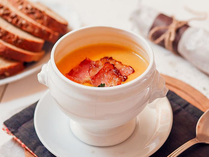 Суп-пюре из тыквы с гренками и беконом