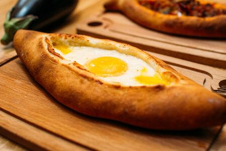 Хачапури с отварным яйцом и сыром