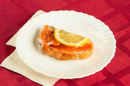 Бутерброд с семгой или форелью
