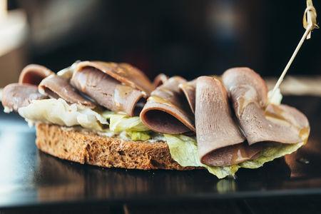 Сэндвич с языком