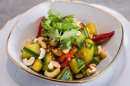 Салат с битыми огурцами и соевым соусом