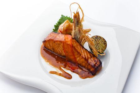 Лосось в китайском имбирно-медовом соусе