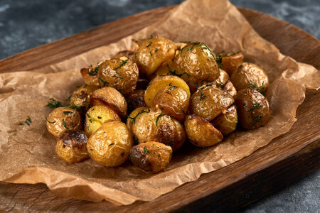 Картофель черри с чесноком и укропом