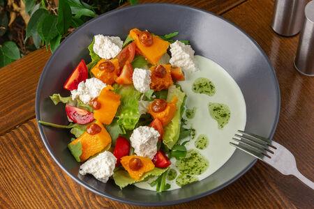 Салат с тыквой и домашним сыром