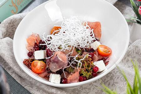 Салат с сыровяленой индейкой