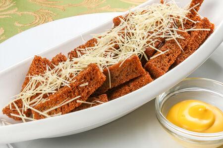 Гренки чесночные с сыром