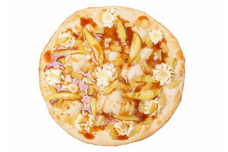 Сладкая пицца с карамелью