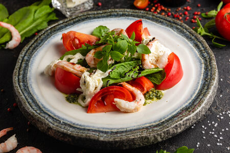 Салат Страчателла с цицмати и креветками