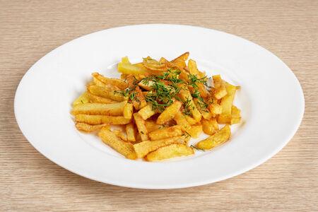 Жаренный с зеленью картофель