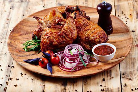 Курица, приготовленная на углях