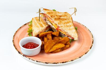 Клаб сэндвич с картофельными дольками