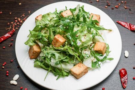 Руккола с маринованным тофу