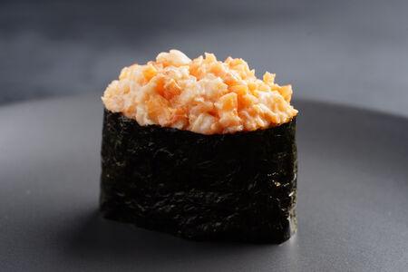 Спайси суши с тигровой креветкой