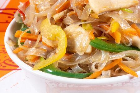 Рисовая лапша с овощами