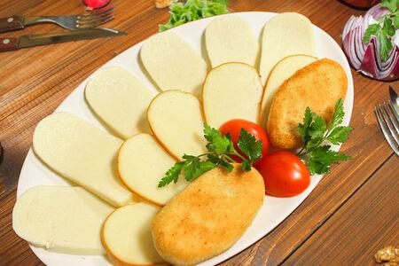 Сырная тарелка Кавказ с лепешками Мчади