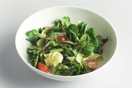 Салат Зеленый с томатами и эдамамэ