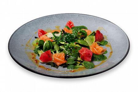 Тайский салат Свит чили с лососем