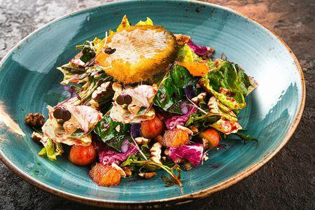 Камамбер салат