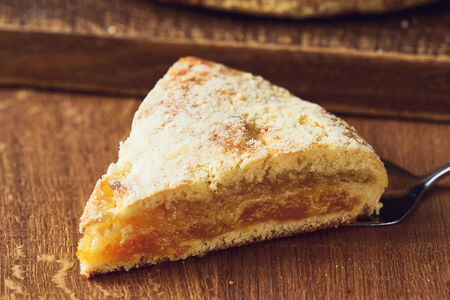 Пирог с курагой и лимоном