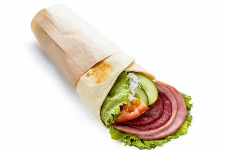 Сэндвич-ролл с ветчиной и салями