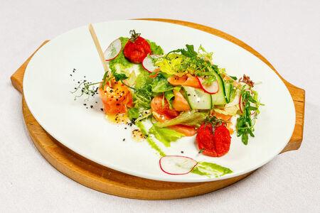 Салат с двумя видами лосося