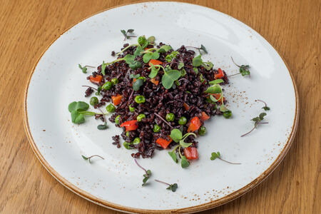 Дикий рис с овощами