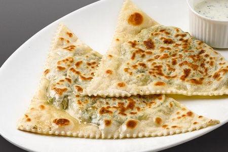 Кутаб с зеленью и сыром