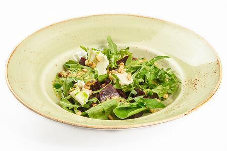 Салат с печеной свеклой и шпинатом