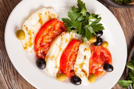 Адыгейский сыр с томатами