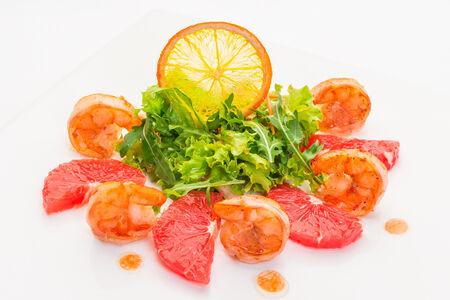 Салат из креветок с грейпфрутом
