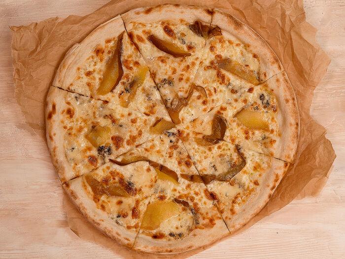 Пицца с карамелизованной грушей