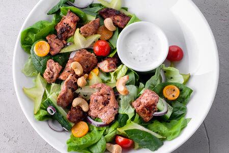 Салат с курицей тандури