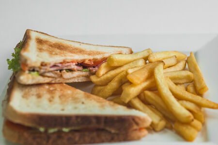 Клаб сэндвич с беконом и курицей